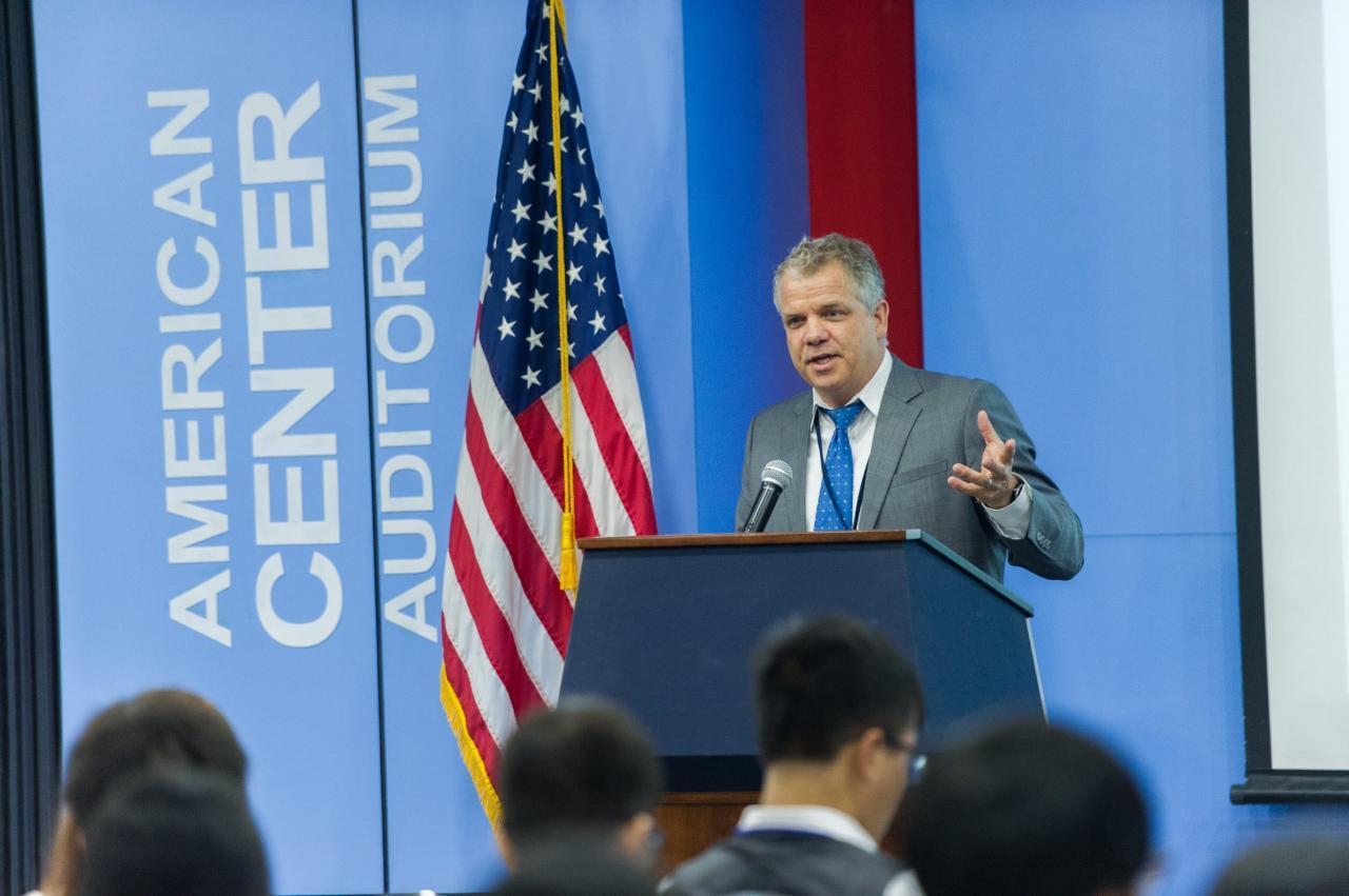 Ngài Robert Hanson - Tham tán Nông nghiệp Đại sứ quán Hoa Kỳ